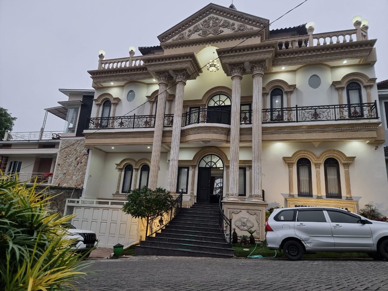 (Terbaik) 12 Villa di Batu Malang Dengan Kolam Renang 18