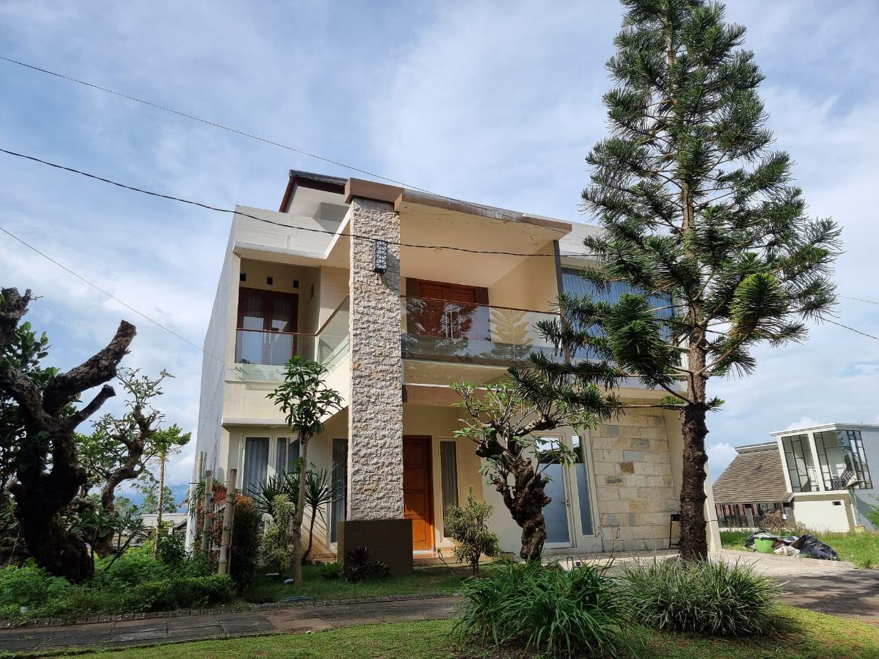 (Terbaik) 12 Villa di Batu Malang Dengan Kolam Renang 28